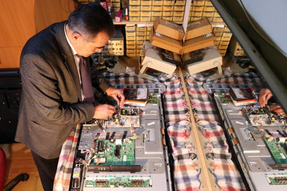 Gümüşhane'de takım elbiseli televizyon tamircisi