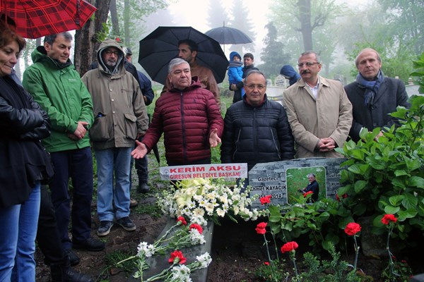 Gazeteci Ahmet Kayacık unutulmadı