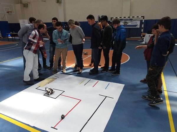 Çocuklar robotlarını yarıştırdı 2