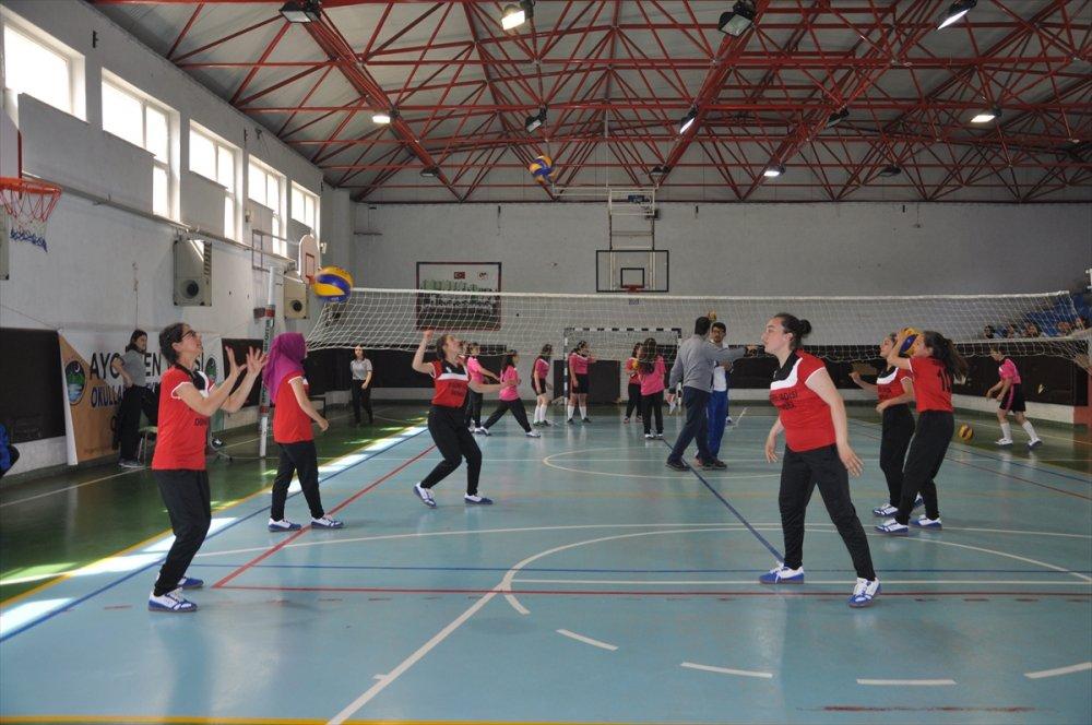 Trabzon'da Okullararası voleybol turnuvası başladı