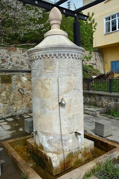 Asırlık çeşme vatandaşların su ihtiyacını karşılıyor