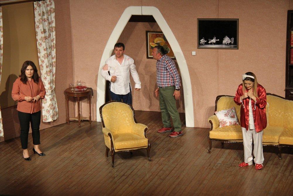Akçaabat Belediye tiyatrosu Giresun'da sahne aldı