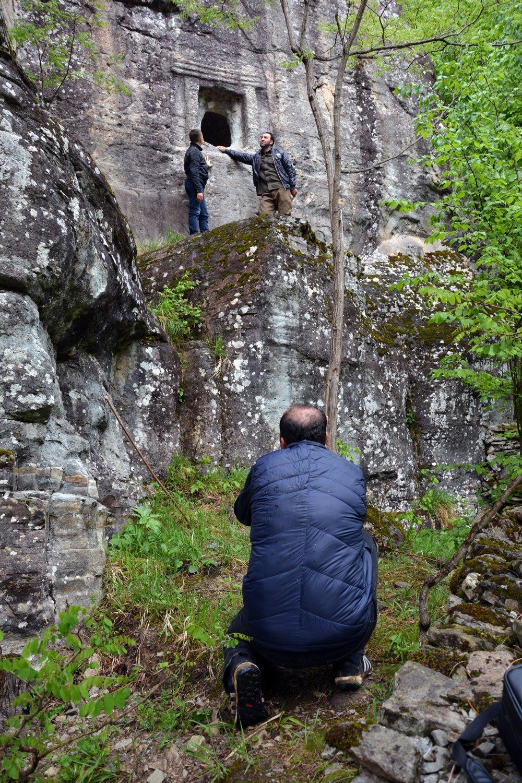 Kaya mezarları yayla turizmini zenginleştiriyor