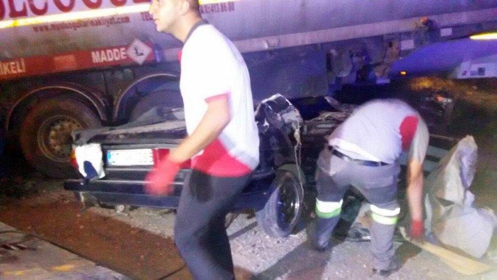 Otomobil tankere çarptı: 1 ölü, 2 yaralı