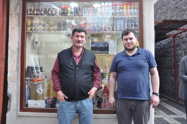 Trabzon'da 65 yıldır aynı sokakta ayakkabı tamirciliği yapıyorlar