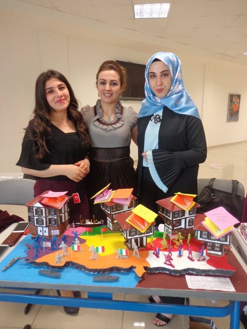 Üniversite öğrencilerinden 3 boyutlu materyal sergisi