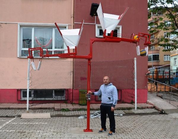 Öğretmenden voleybol smaç makinesi