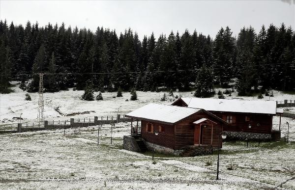 Trabzon'da Yaylalara kar yağdı