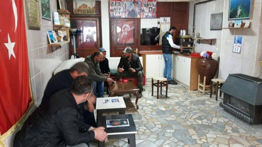 Rize'deki çay ocağında çaylar bedava