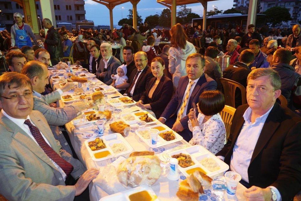 Başkan İftar yemeğinde müjde verdi