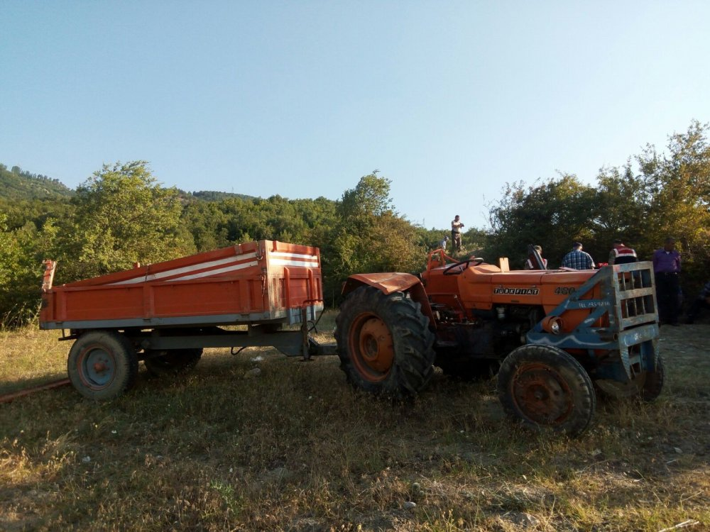 Traktör şarampole devrildi: 2 ölü, 8 yaralı