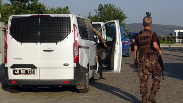 FETÖ'nün suikast timi davasında minibüslü önlem