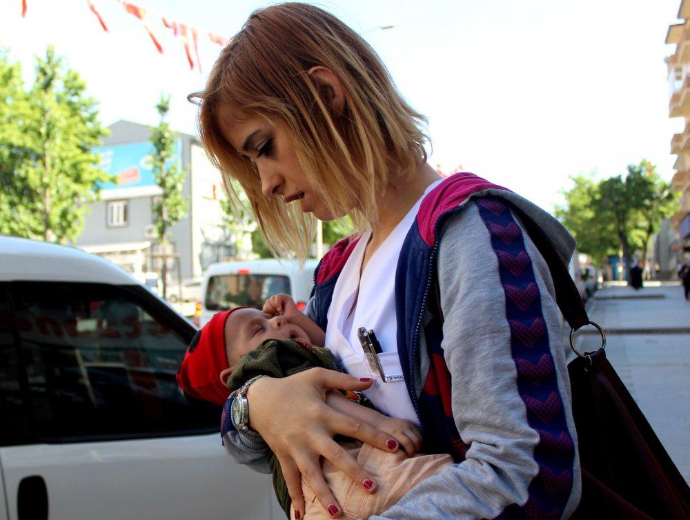 4 aylık kalbi delik bebeğini başka birisine bırakıp kaçtı!