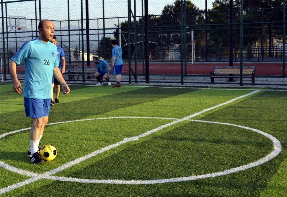 Görme engellileri futbol aşkı
