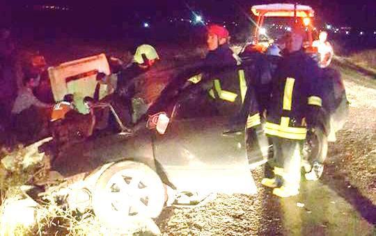 Trabzon plakalı araç traktöre çarptı: 1 Ölü 3 Yaralı