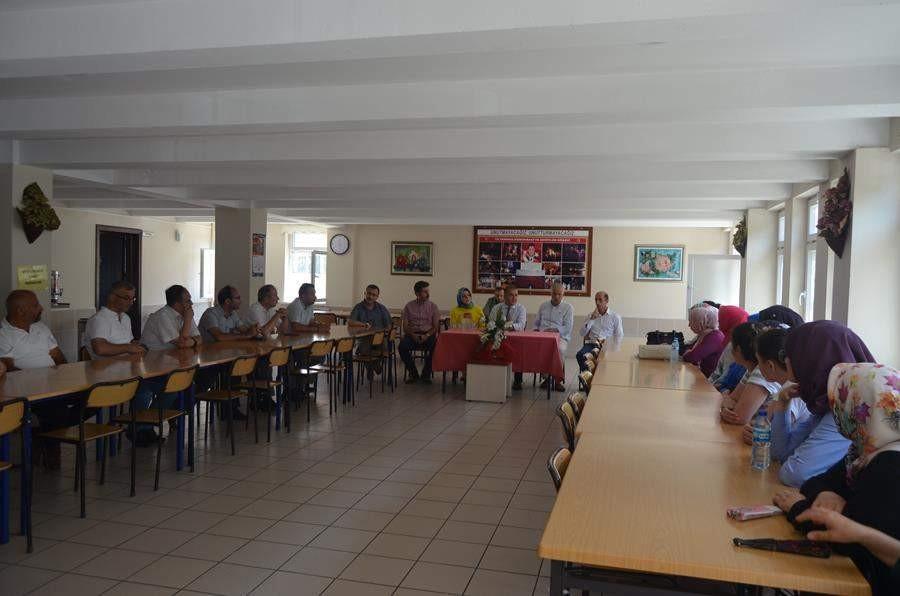 Trabzon'da okulları kapanan işitme engelli öğrencilere kaymakam desteği