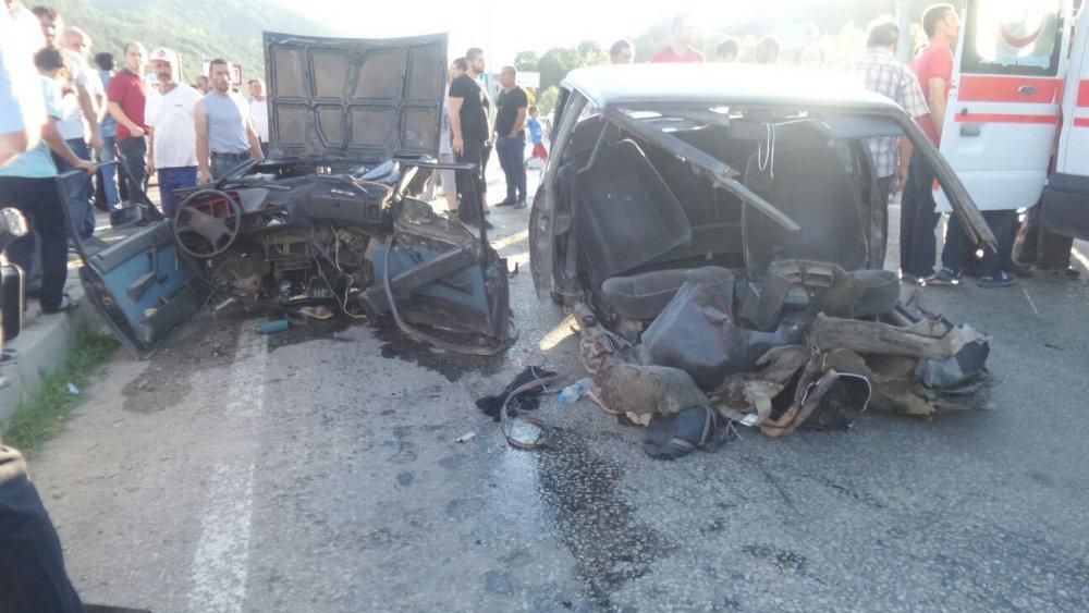 Otomobili resmen biçti: 4 yaralı