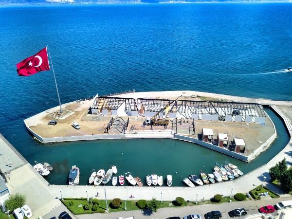 Su üzerindeki en büyük Türk bayrağı