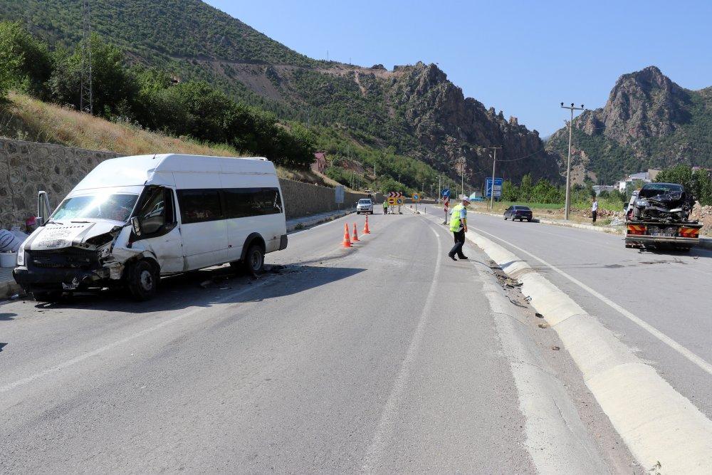 Fındık İşçileri Trabzon'a gelirken kaza yaptı: 26 yaralı