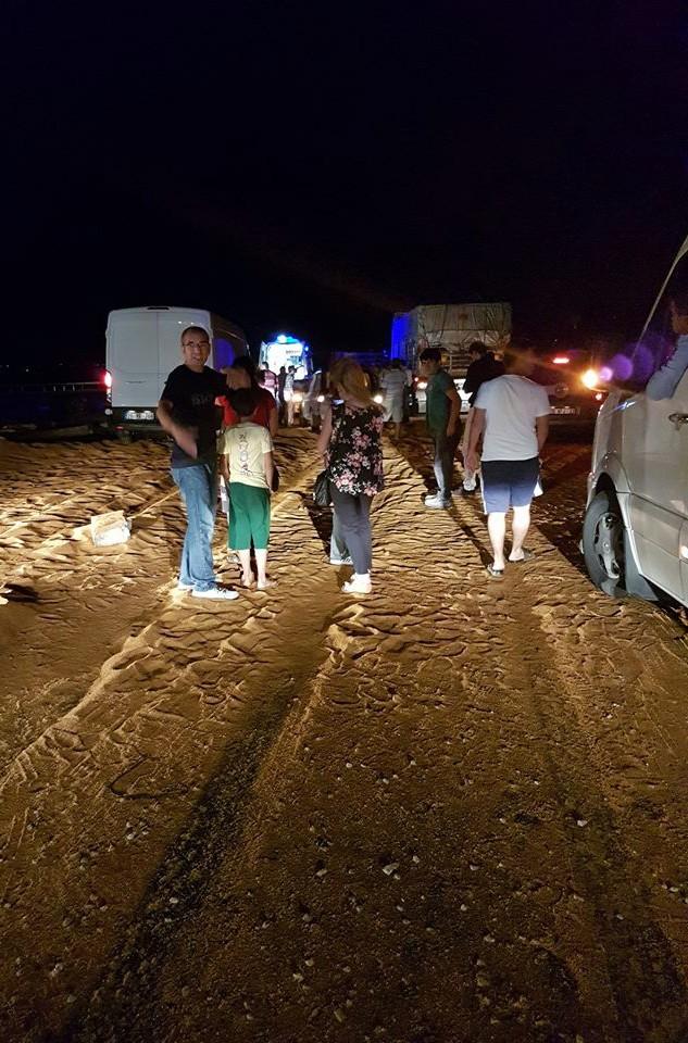 Yem kamyonu devrildi: 1 ölü, 2 yaralı