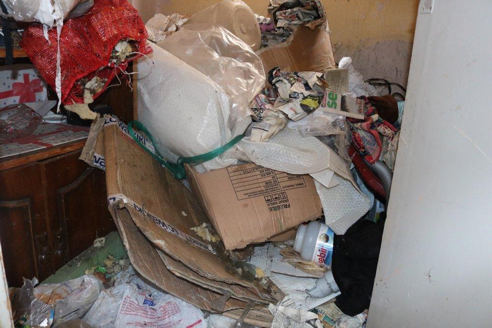 Trabzon'da çöp ev: Gördüklerine inanamadılar