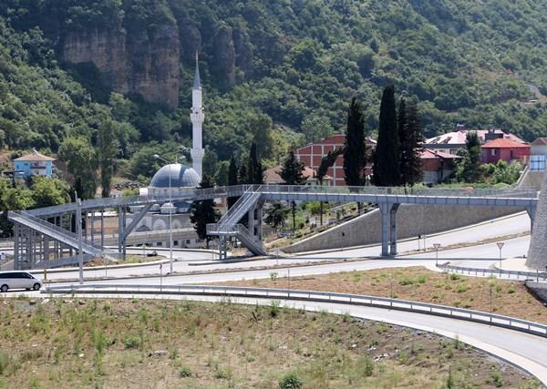 Yok böyle bir üst geçit: Yine Trabzon
