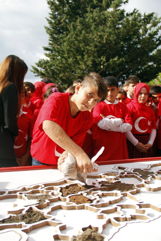 81 ilden gelen toprakla Türkiye haritası yaptılar