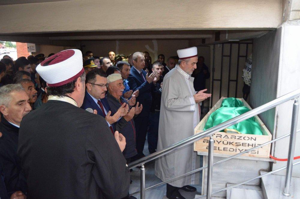 Trabzon'da şehit babasına son görev