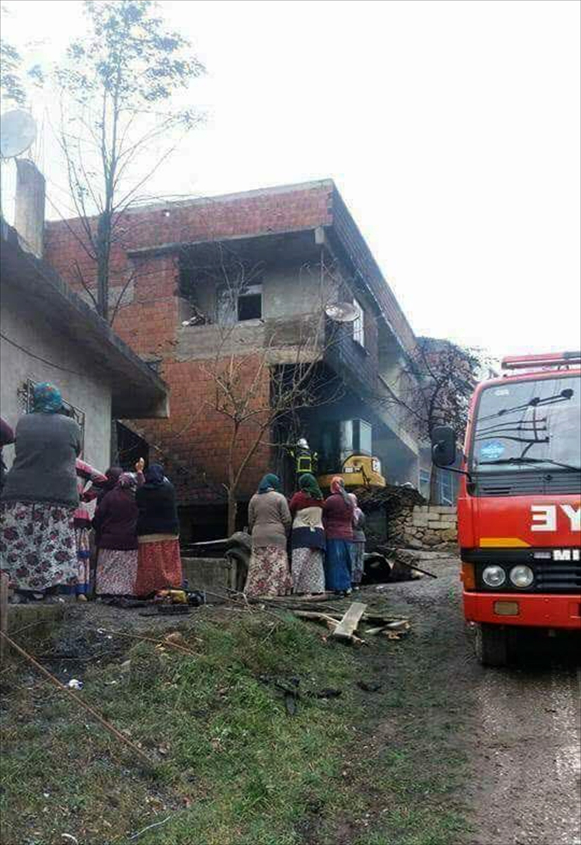 Ordu'da yangın: 3 ev küle döndü