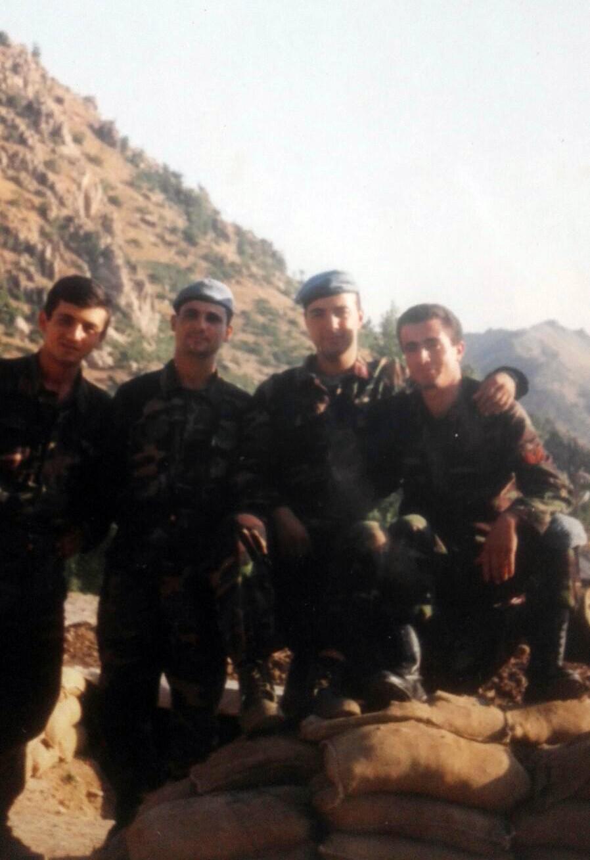 23 yıl sonra şehit arkadaşlarının mezarında buluştular
