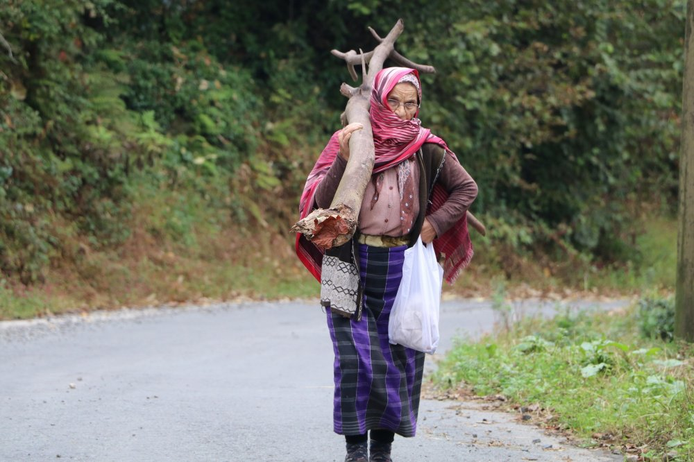 Yağmur ve heyelan korkusu köyleri boşalttırdı