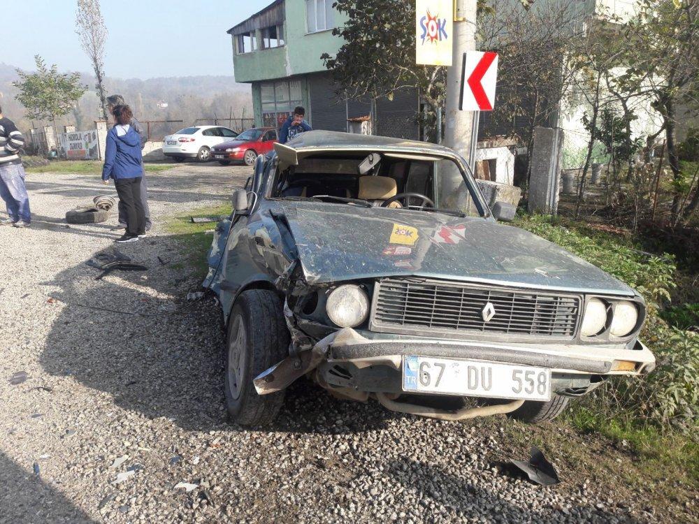 Kamyonun çarptığı otomobil hurdaya döndü: 1 yaralı
