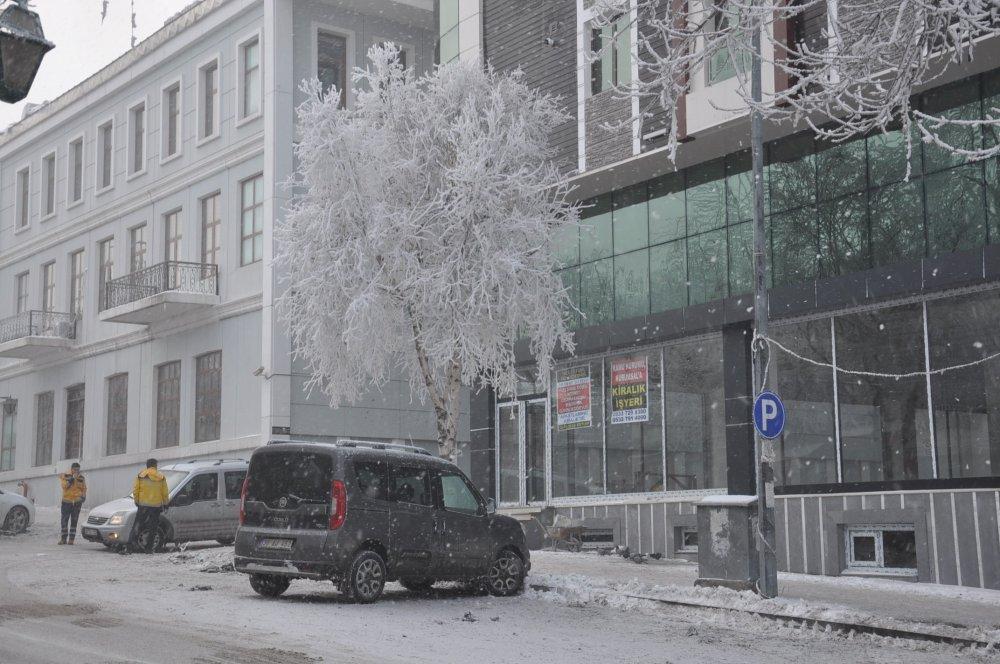 Kars eksi 25'i gördü