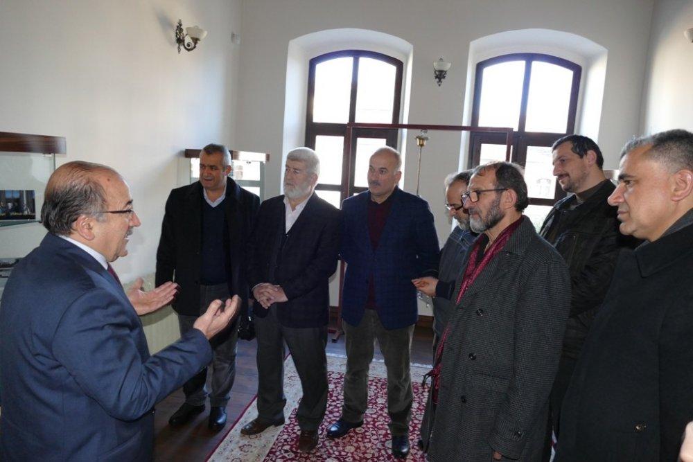 Başkan Gümrükçüoğlu STK yetkilileri ile istişare yaptı
