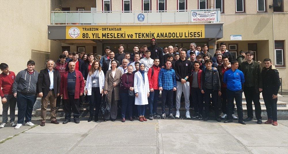 Trabzonspor'un dev adamları öğrencilerle
