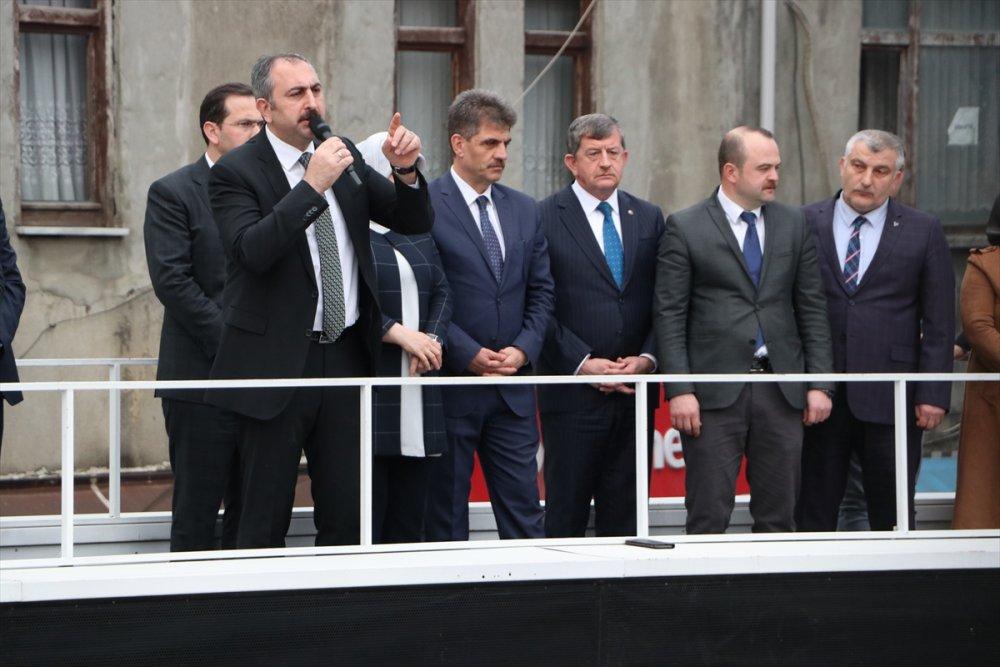 """Bakan Gül Trabzon'da konuştu: """"Eski Türkiye'ye dönmeyelim diye siyaset yapıyoruz"""""""