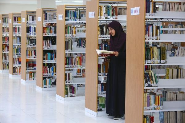 Bayburt'ta tasarımı ile dikkat çeken kütüphane - Nasıl oturursanız oturun...