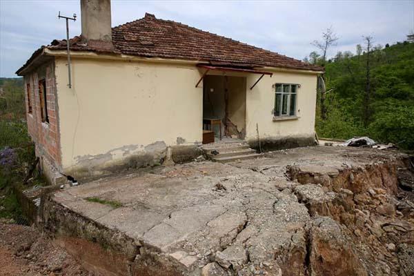 Heyelan nedeniyle 6 ev tahliye edildi