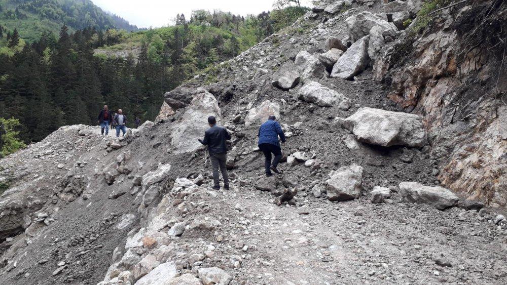Trabzon'da iki mahalleyi heyelan vurdu