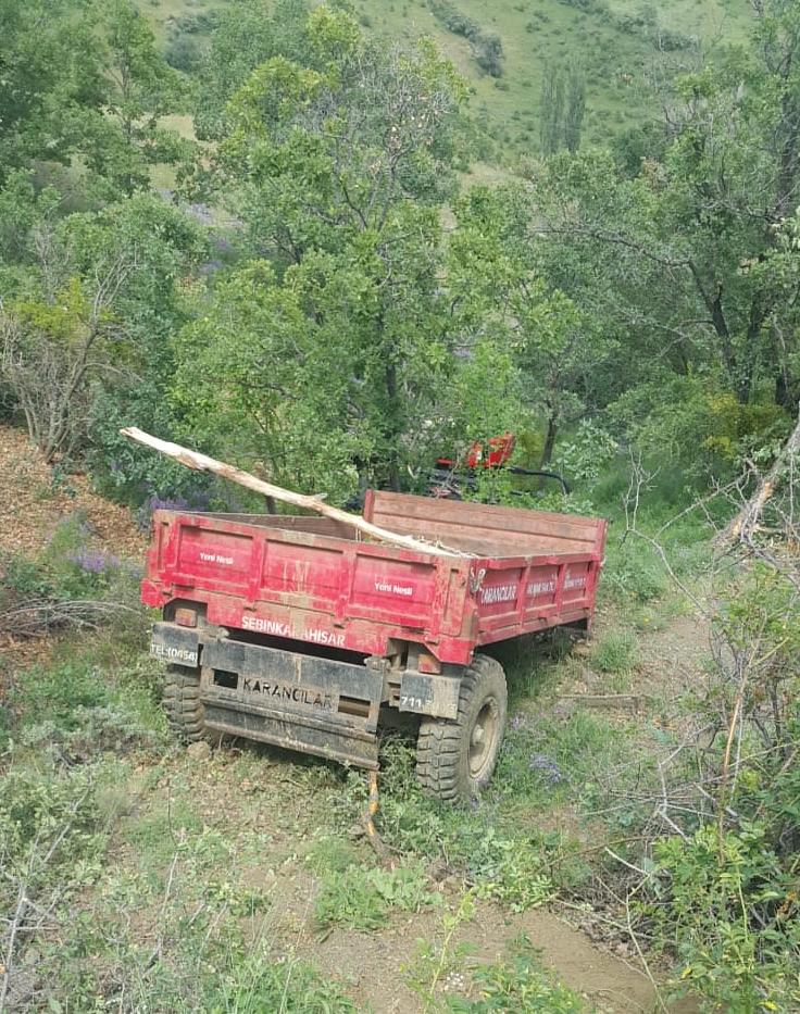 Yoldan çıktı ağaçlara çarptı: 3 yaralı