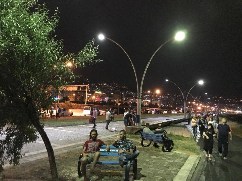 Trabzon'da yürüyüş yolunda araç parkına polis müdahalesi
