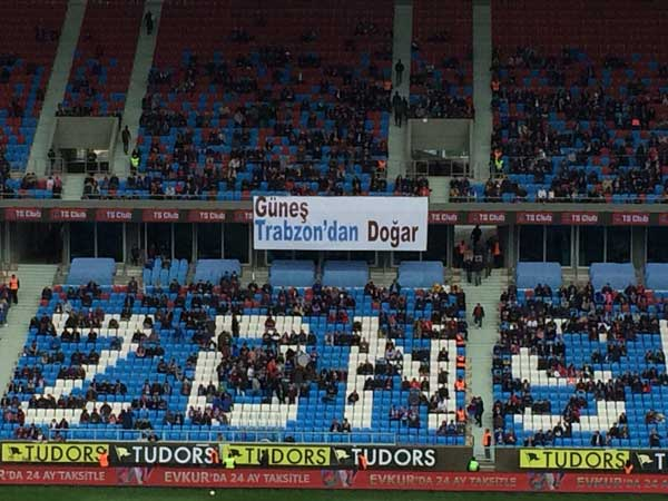 Trabzonspor taraftarından Şenol Güneş'e pankartlı destek