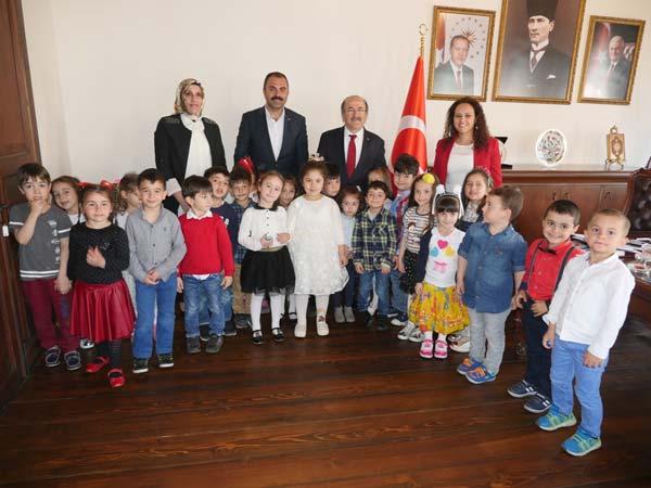 Başkan Gümrükçüoğlu koltuğunu devretti