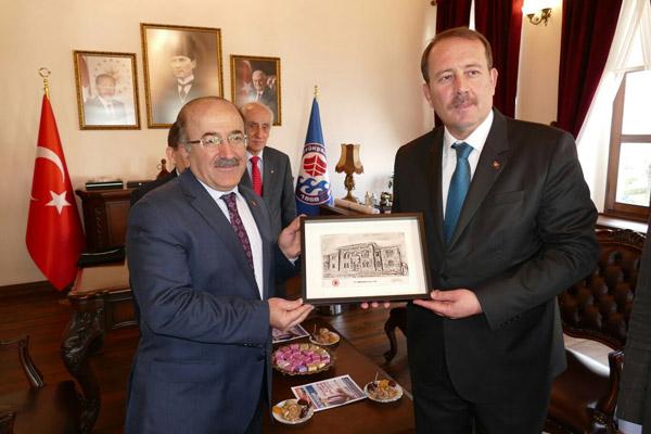 Harun Karaca'dan Başkan Gümrükçüoğlu'na ziyaret