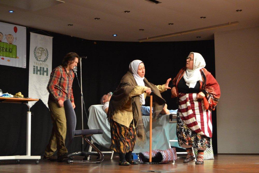Trabzon'da yetimler için sahneye çıktılar