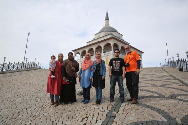 Kıbledağı zirvesindeki camiye ziyaretçi akını