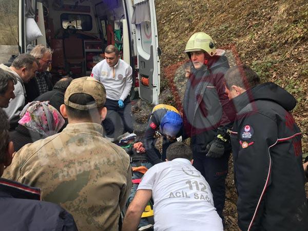Trabzon'da kaza - Otomobil ormanlık alana yuvarlandı