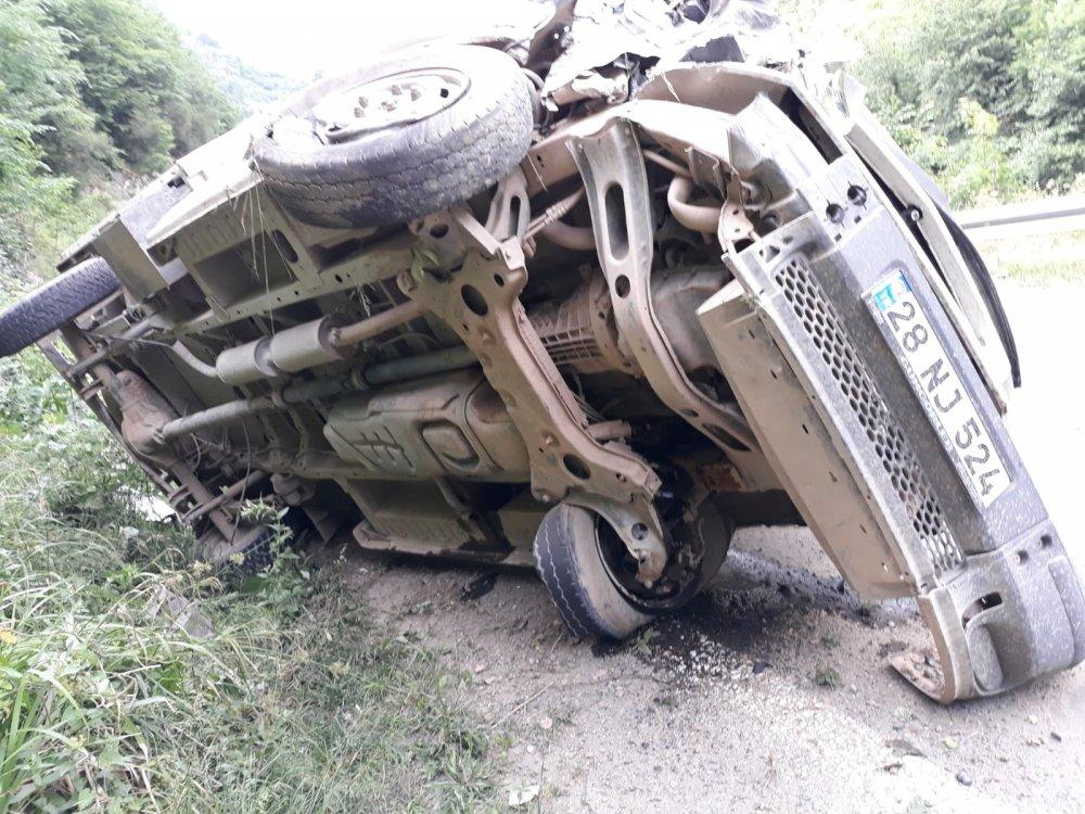 Giresun'da kamyonet devrildi: 5 yaralı