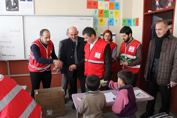 Türk Kızılayı Rize Kalkandere'de iyilik dağıttı