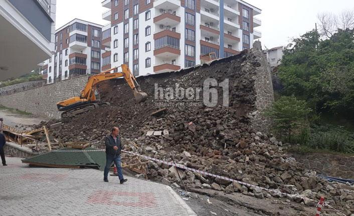Trabzon'da istinat duvarı çöktü